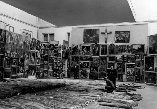 Amsterdam_rijksmuseum_1950. Part of the 7907 pieces of looted art stored at the Rijksmuseum in 1950. Courtesy of Ilibrariana (WordPress)